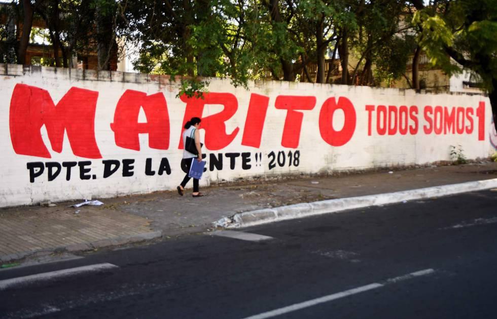 Pichação a favor de Mario Abdo, candidato do partido Colorado, em uma rua de Assunção.