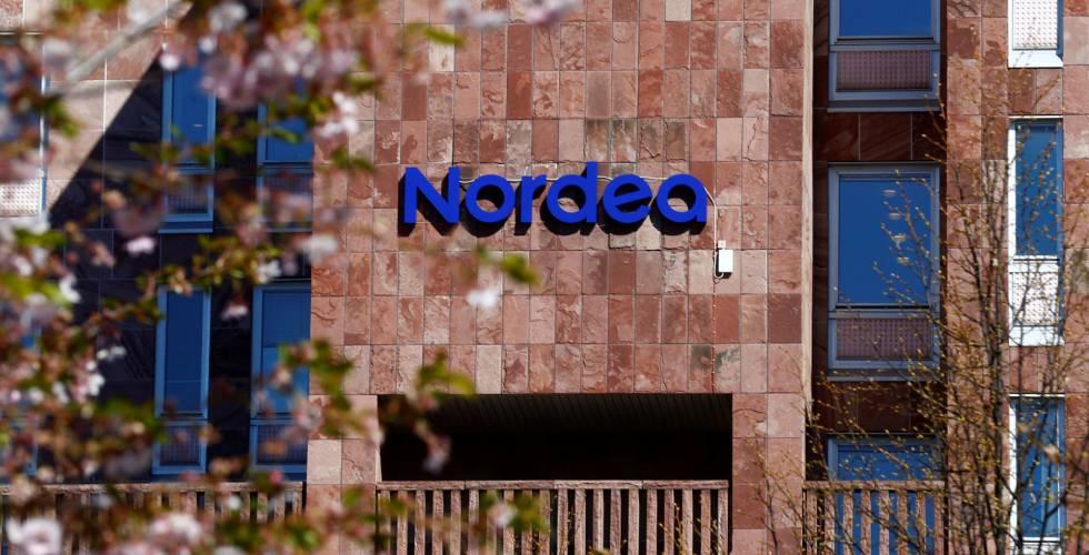 Logotipo da Nordea, na sede central do banco em Estocolmo, Suécia