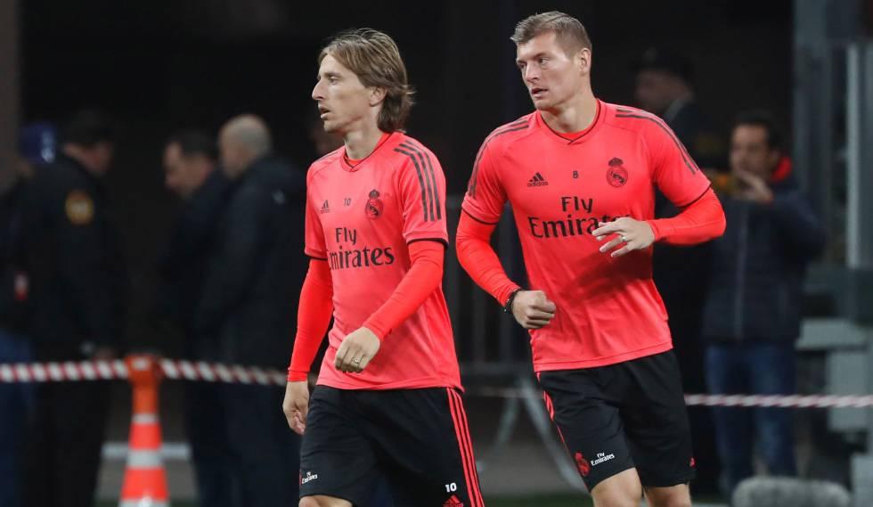 Modric e Kroos treinam antes da partida na Rússia.
