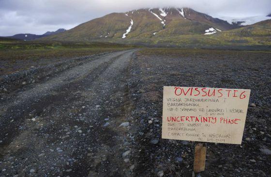 Alerta na estrada do vulcão islandês Bardarbunga.