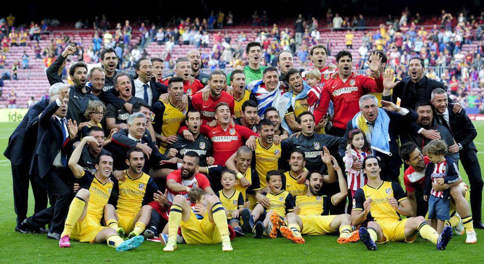 A festa de toda a equipe do Atlético no Camp Nou.