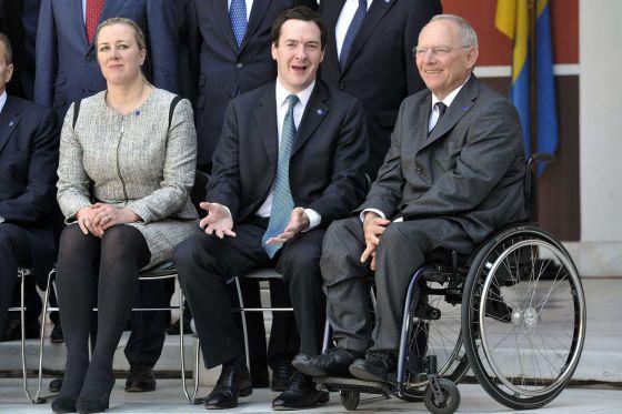 Os ministros da Finlândia, Reino Unido e Alemanha em Atenas.