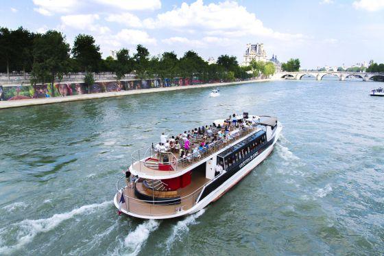 Rio Sena em Paris.