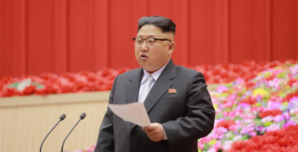Kim Jong-un discursa durante a Conferência de Presidentes dos Comitês do partido.