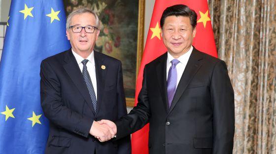O presidente chinês, Xi Jingping, e o presidente da Comissão Europeia, Jean Claude Juncker, na reunião do G20, na Austrália.
