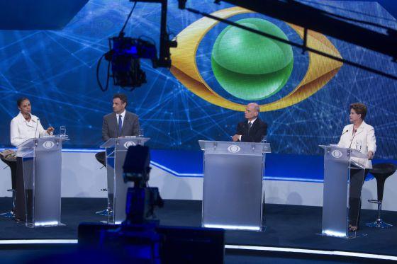 Marina Silva, Aécio Neves, o jornalista Boechat e Dilma Rousseff no debate da Band.