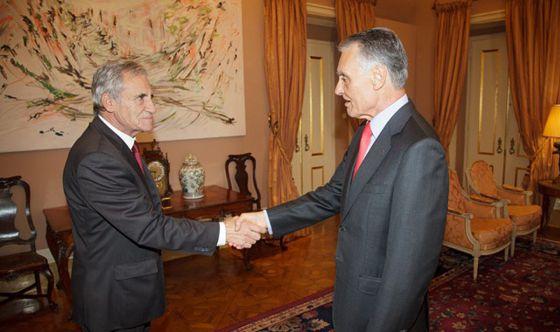 O líder comunista Jeronimo da Sousa (à esq.) com o presidente Cavaco Silva.