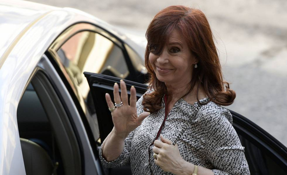 A ex-presidenta Cristina Kirchner chega aos tribunais de Buenos Aires.