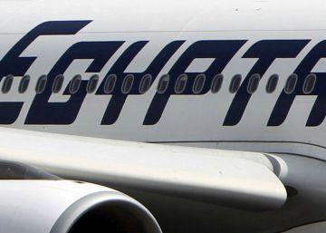 O presidente francês, François Hollande, confirmou que a aeronave caiu no mar Mediterrâneo, a 240 quilômetros da ilha grega de Kárpatos