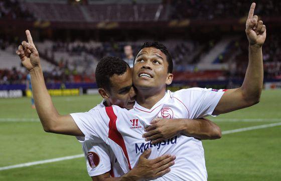 O colombiano Bacca festeja um gol na última Liga Europa.
