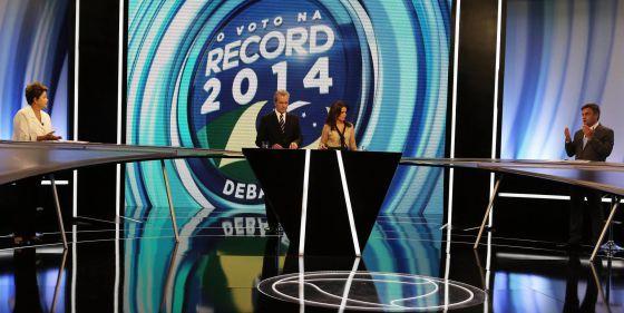 Dilma e Aécio debatem na Record, neste domingo.