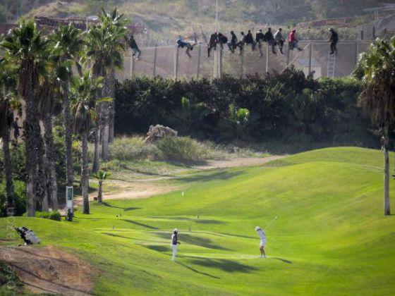 Imigrantes ilegais entram na Espanha por campo de golfe.