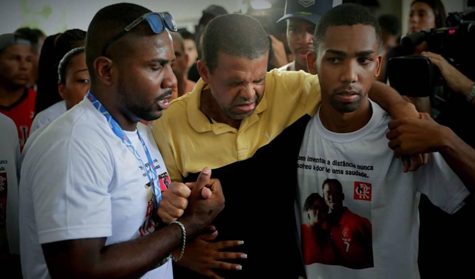 Familiares das vítimas sobem o tom contra postura da diretoria rubro-negra.
