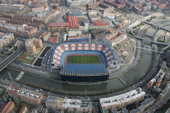 El estadio Vicente Calderón visto desde el aire.