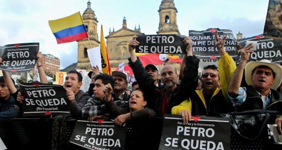 Os manifestantes na praça de Bolívar.