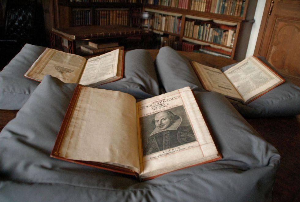 Um exemplar do First Folio de Shakespeare.