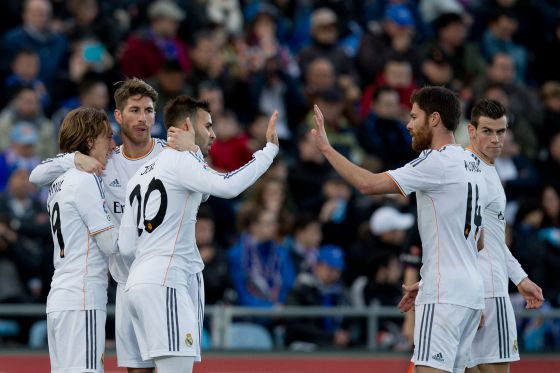 Modric comemora gol com Ramos, Jesé e Xabi Alonso.