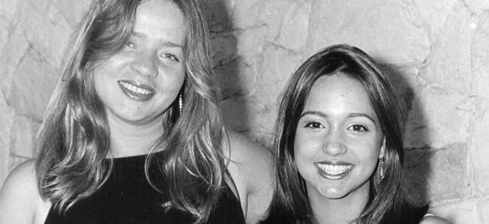 A professora de música Estela Pacheco (à esq.), morta em 2000 aos 35 anos, e a filha Laila, em uma imagem de arquivo.