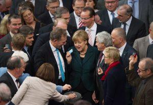 Deputados com Merkel na sessão de quarta-feira do Bundestag.
