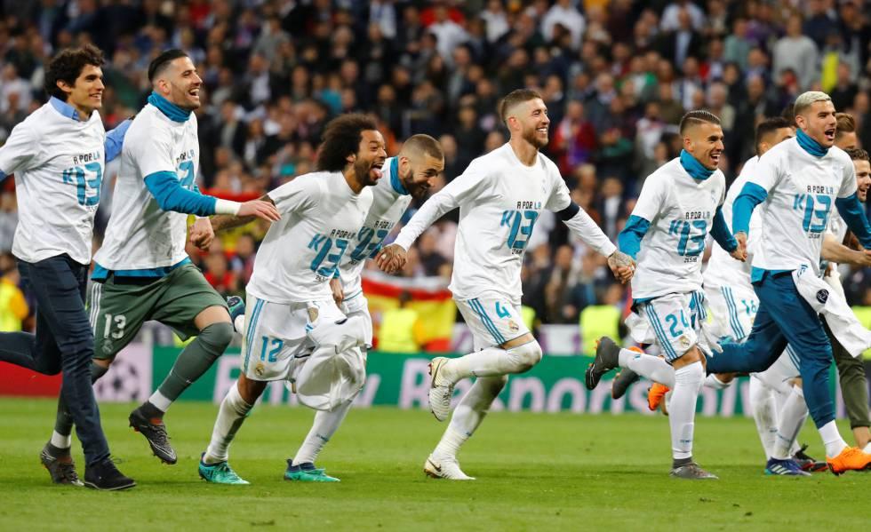 Jogadores do Real Madrid celebram a classificação.