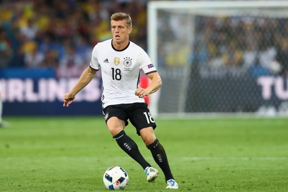 Na falta dos gols de Thomas Muller, Toni Kroos foi um dos jogadores de mais destaque da Alemanha na primeira fase. Por sua condução de bola, variedade de jogo e acerto nos passes. É como um relógio.