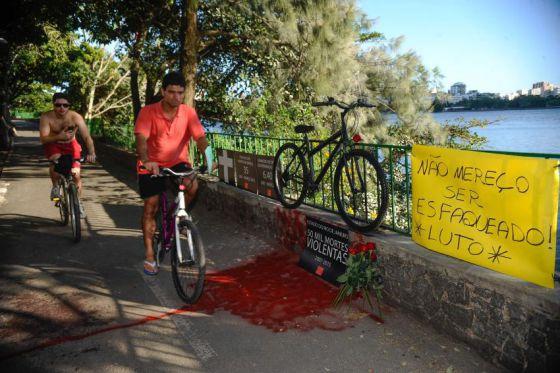 Protesto pela morte assassinato do ciclista Jaime Gold no Rio.