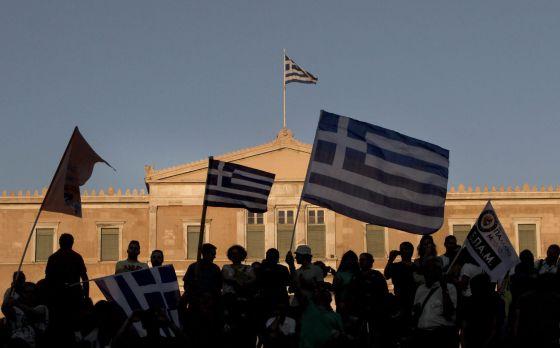 Partidários do 'não' comemoram a vitória em Atenas.