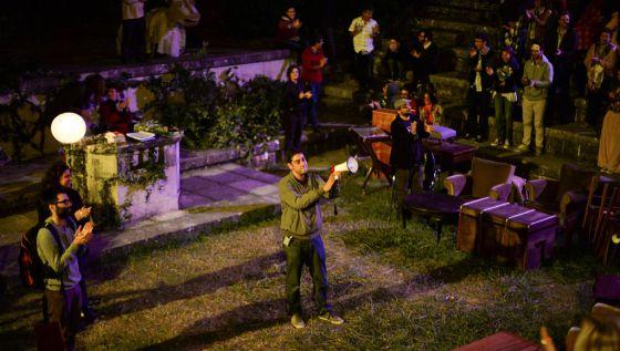 Fotograma do filme português 'Arabian nights', de Miguel Gomes, apresentado em Cannes na Quinzena de Realizadores.