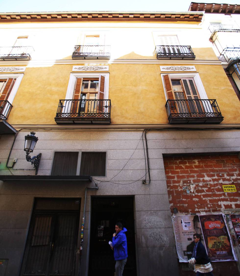 A building in Madrid's Principe street used mostly for vacation rentals.