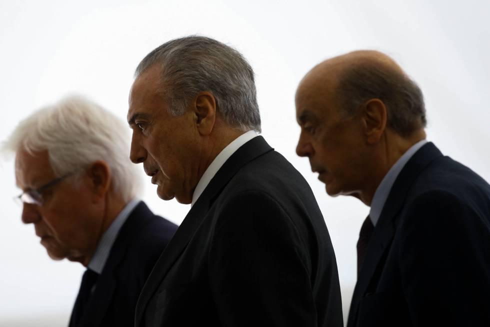 Da esquerda para a direita: Moreira Franco, Michel Temer e José Serra, nesta terça em Brasília.