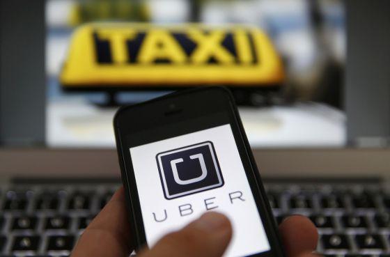 O aplicativo Uber em um celular. / KAI PFAFFENBACH  (REUTERS)