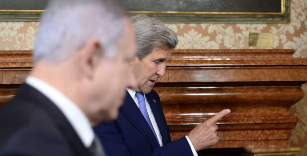 Netanyahu (esquerda) e o secretário de Estado norte-americano, John Kerry, em Roma.