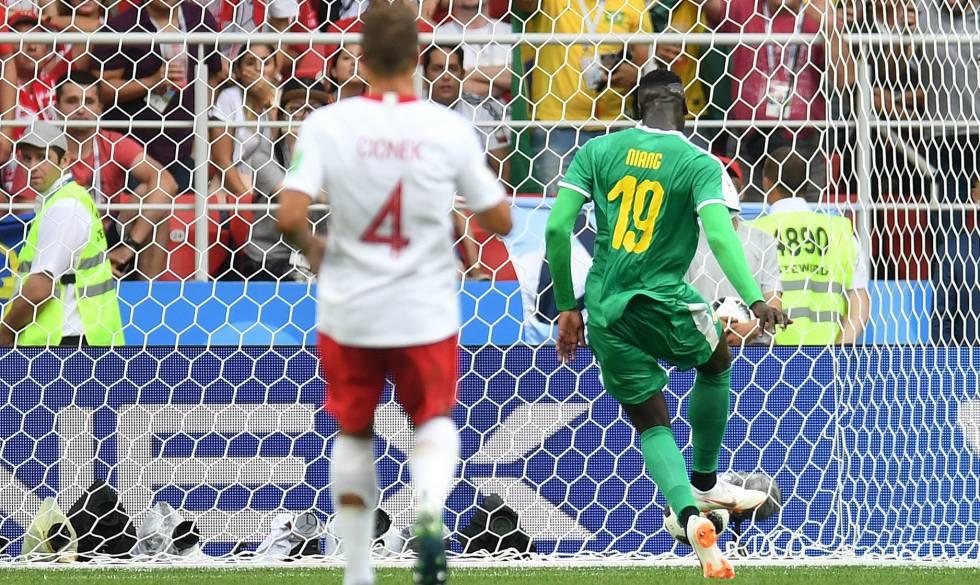 Niang marca o segundo gol de Senegal