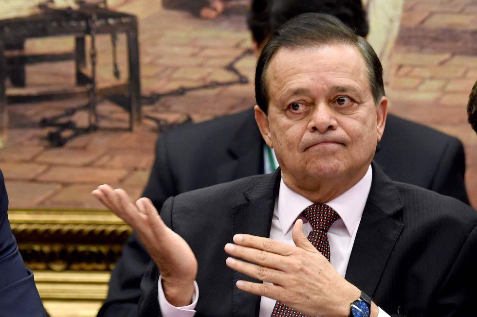 Jovair Arantes na reunião da Comissão do Impeachment convocada para a leitura de seu relatório.