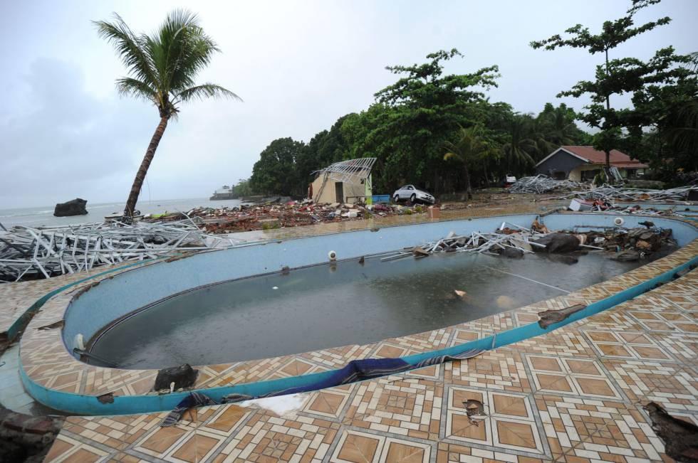 A área da piscina de uma casa em Carita (Indonésia), depois do tsunami do domingo, 23 de dezembro de 2018.