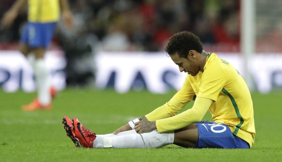 Neymar teve atuação sem brilho diante da Inglaterra.
