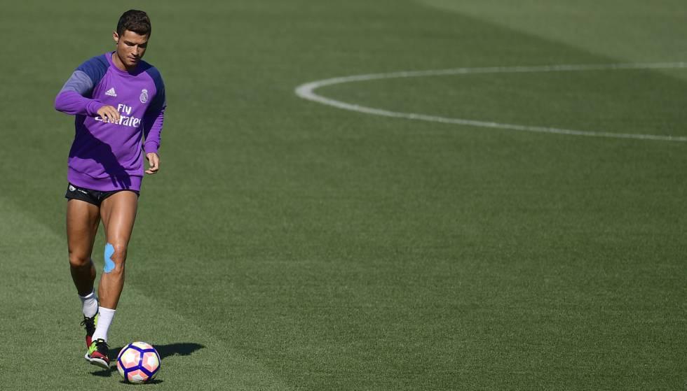 Cristiano Ronaldo treina com o Real Madrid e prepara sua volta.