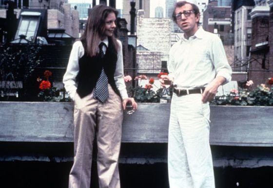 Diane Keaton e Woody Allen, em uma cena do filme que foi renomeado para o português como 'Noivo Neurótico, Noiva Nervosa'.
