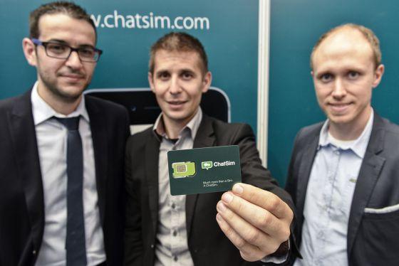 O cartão SIM 'ChatSim' em sua apresentação em Xangai.