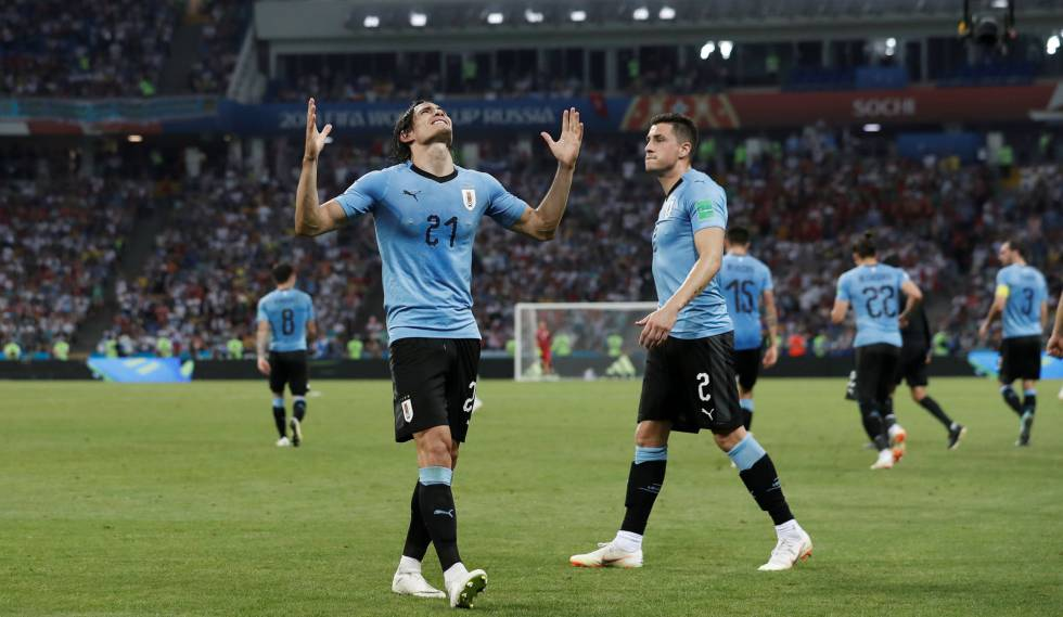 Cavani celebra segundo gol uruguaio com Giménez.