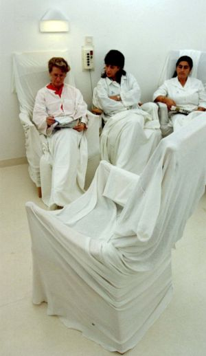 Mulheres participam de sessão de tratamento contra a depressão no hospital St. Goran, em Estocolmo.