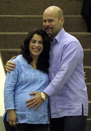 Adriana Pérez e o agente cubano Gerardo Hernández em Havana.