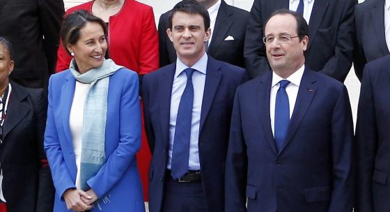Da esquerda para a direita, Ségolène Royal, Manuel Valls e François Hollande na sexta-feira, após reunião do Conselho de Ministros