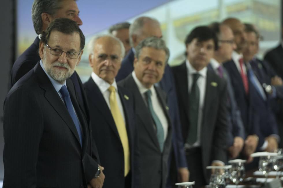 Mariano Rajoy com a equipe do governo Temer