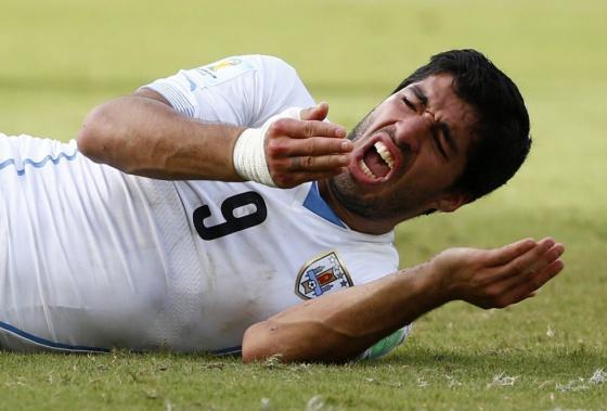 Luis Suárez após de morder Chiellini. / TONY GENTILE (REUTERS)