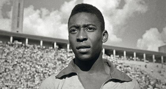 Pelé em 1960, ainda nos primeiros anos de sua carreira como jogador da seleção brasileira.