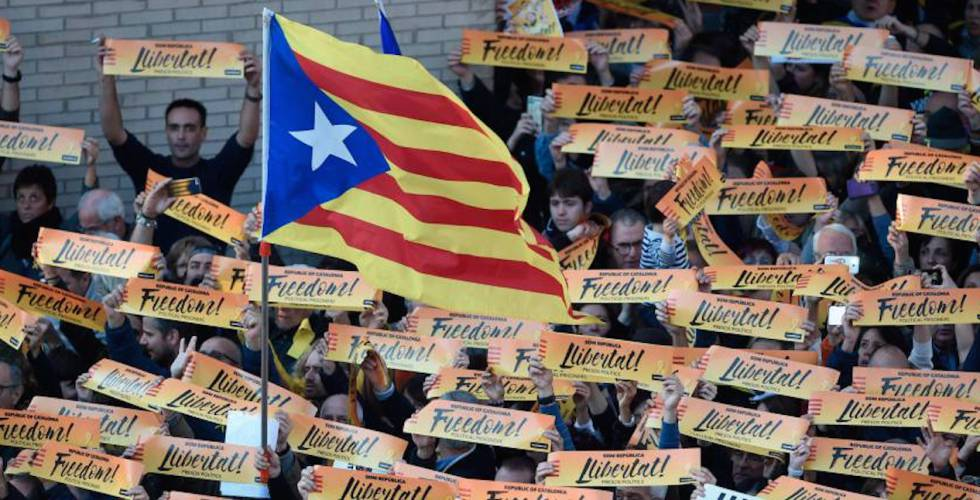 Manifestantes em Barcelona pedem a libertação dos ex-conselheiros presos