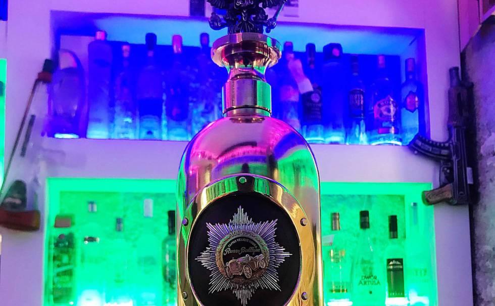 A garrafa de vodca avaliada em 1,1 milhão de euros que foi encontrada em Copenhague.