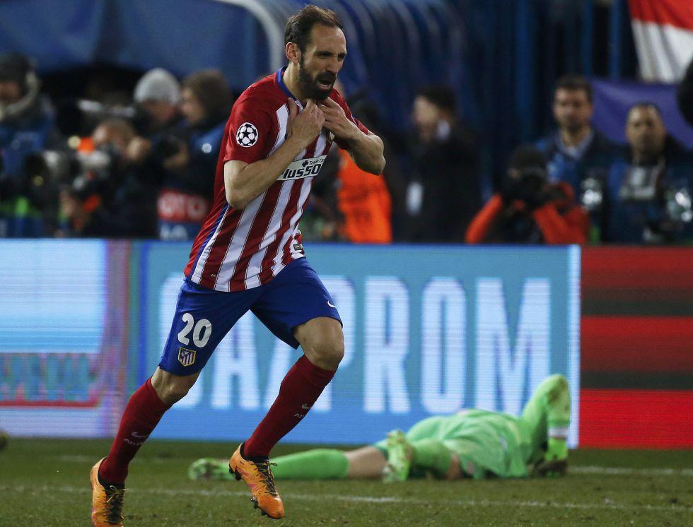 Juanfran marcou de pênalti e classificou o Atlético.