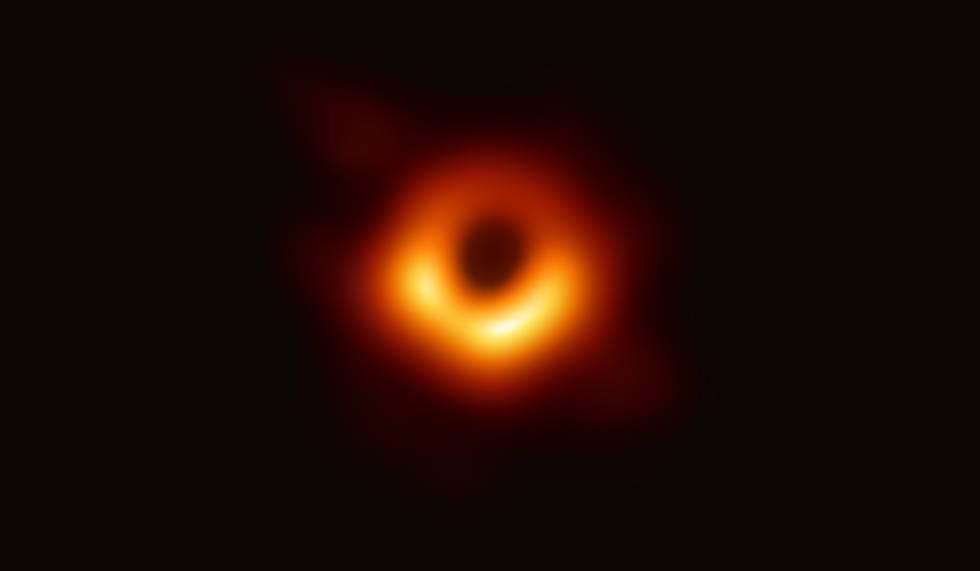 Primeira imagem de um buraco negro, captada pelo Telescópio Horizonte de Eventos